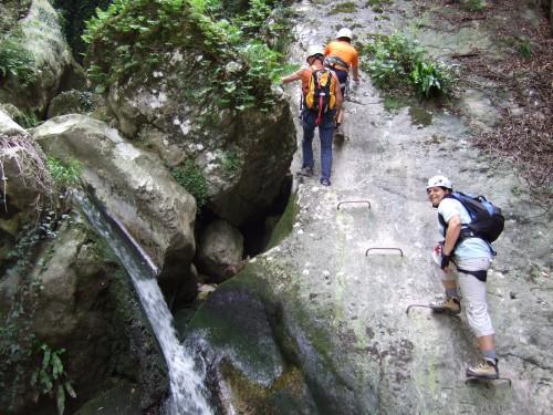 """Foto: hofchri / Klettersteig Tour / Castello di Drena (350 m) über Ferrata """"Rio Sallagoni""""  / leichte Kletterei über kleine Felsstufen (B) / 20.02.2009 21:09:36"""