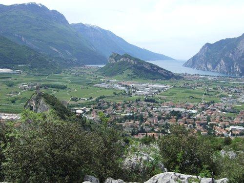 "Foto: hofchri / Klettersteig Tour / Colodri (400 m) über Ferrata ""Sentiero del Colodri""  / Panorama am Gipfel / 18.05.2010 19:57:42"