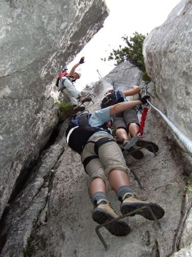 """Foto: hofchri / Klettersteig Tour / Steinplatte (1869m) über """"s´Schuasta Gangl-Klettersteig"""" / durch den Felsspalt / 25.02.2009 12:12:37"""