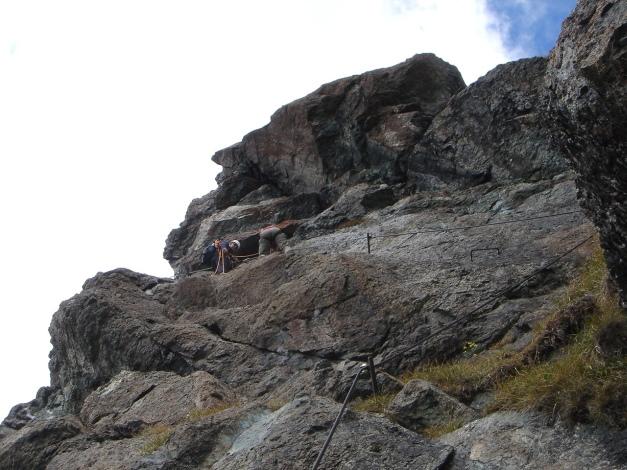 Foto: Manfred Karl / Klettersteigtour / Über den Westgrat Klettersteig auf die Blauspitze / Gut gesichert und steil geht es den letzten Aufschwung hinauf / 26.02.2009 21:19:53