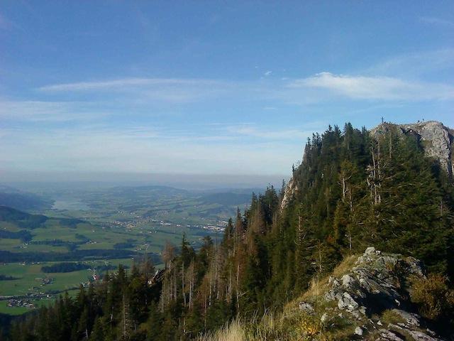Foto: Philipp Weber / Wander Tour / Thalgauer Schober (1328 m) und Frauenkopf (1287 m) von Wartenfels / Gipfelkreuz Schober - Irrsee im Hintergrund / 23.09.2010 11:55:47
