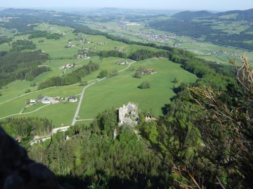 Foto: hofchri / Wander Tour / Thalgauer Schober (1328 m) und Frauenkopf (1287 m) von Wartenfels / Unten die Ruine Wartenfels / 27.02.2009 18:03:46