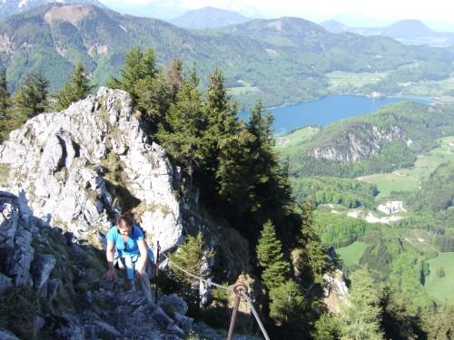 Foto: hofchri / Wander Tour / Thalgauer Schober (1328 m) und Frauenkopf (1287 m) von Wartenfels / leichte Kletterei auf Fels - hinten der Fuschlsee / 27.02.2009 18:04:54