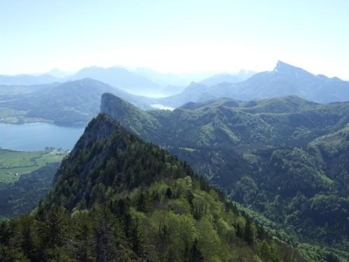 Foto: hofchri / Wander Tour / Thalgauer Schober (1328 m) und Frauenkopf (1287 m) von Wartenfels / Blick zum Mondsee mit Drachenwand und Schafberg / 27.02.2009 18:06:30