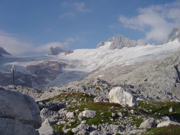 Foto: Manfred Karl / Klettersteig Tour / Wildkar Klettersteig / Bei der Simonyhütte hat man einen herrlichen Blick auf den Hallstätter Gletscher und den Hohen Dachstein / 28.02.2009 10:33:06