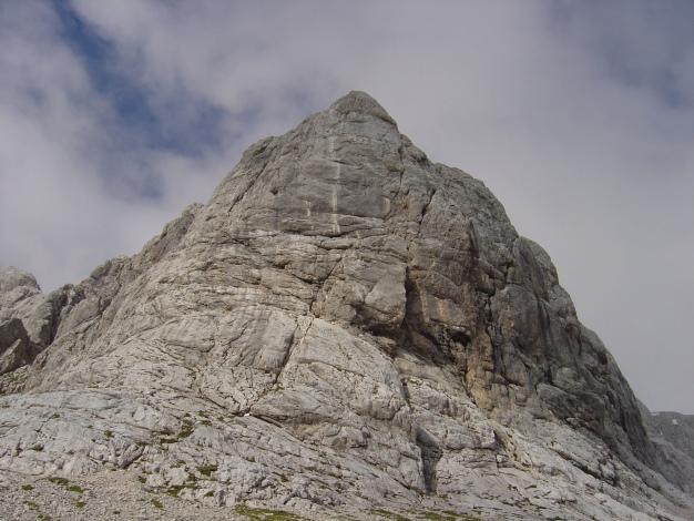 Foto: Manfred Karl / Klettersteig Tour / Wildkar Klettersteig / Deutlich erkennbar der helle Streifen, der den Anstieg über den Pfeiler markiert. / 28.02.2009 10:28:10