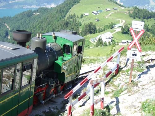 Foto: hofchri / Wander Tour / Schafberg (1782 m) von Winkl / Dampflok tukert vobei / 28.02.2009 19:22:47