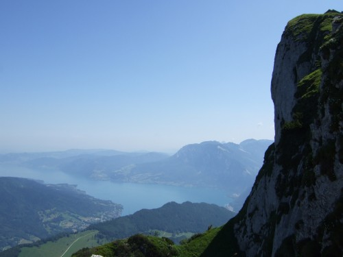 Foto: hofchri / Wander Tour / Schafberg (1782 m) von Winkl / Abstürze zum Attersee rüber / 28.02.2009 19:26:01