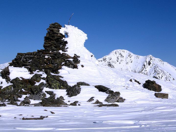 Foto: Andreas Koller / Ski Tour / Flimspitze (3113m) - Skidreitausender par excellence / Gipfelsteinmann und Hasenöhrl (3257 m) / 02.03.2009 19:27:25