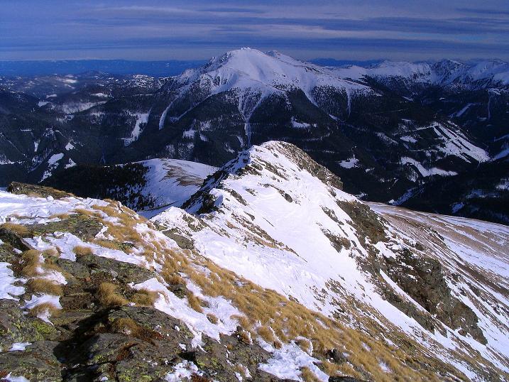Foto: Andreas Koller / Skitour / Über den Geiger auf den Kilnprein (2408m) / Blick vom Gipfelkreuz über den SO-Grat / 11.03.2009 20:56:04