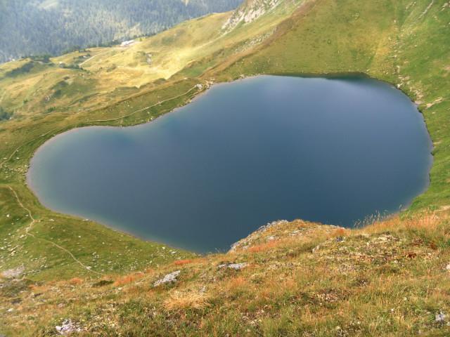 Foto: Wolfgang Lauschensky / Wander Tour / Auf das Große Gurpitscheck von Tweng aus / Tiefblick vom Nordrücken zum Twenger Almsee / 26.08.2012 00:00:23