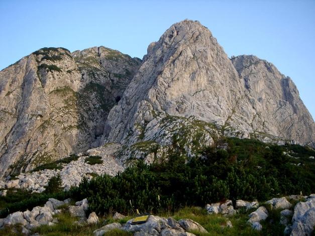 Foto: Manfred Karl / Klettersteig Tour / Cellon Via ferrata senza confine - Weg ohne Grenzen / Vom Zustiegsweg sieht man bereits die markante Verschneidung (Bildmitte) / 12.03.2009 21:43:19