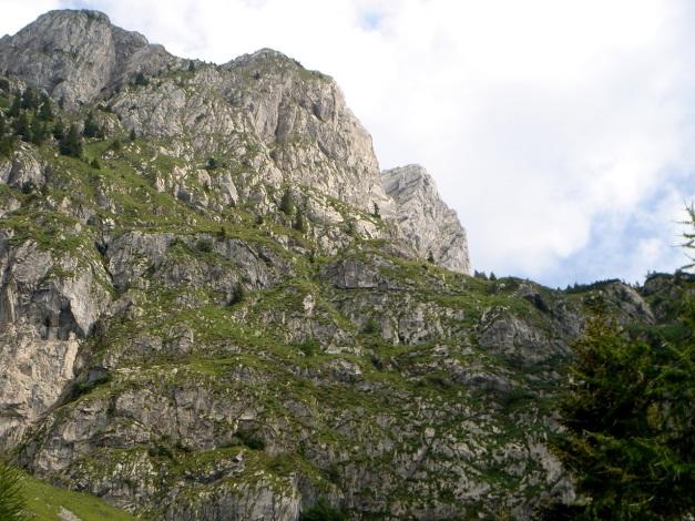 Foto: Manfred Karl / Klettersteig Tour / Cellon Via ferrata senza confine - Weg ohne Grenzen / Rechts oben ist die Einstiegsverschneidung des Klettersteiges gut sichtbar / 12.03.2009 21:09:22