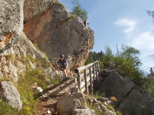 Foto: hofchri / Mountainbike Tour / Rund um das Lattengebirge über Moosenalm (1424 m) / spektakuläre Holzrampe / 13.03.2009 19:18:57