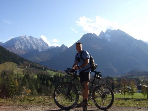 Foto: hofchri / Mountainbike Tour / Rund um das Lattengebirge über Moosenalm (1424 m) / Auffahrt zur Mordaualm -  Watzmann im Hintergund / 13.03.2009 19:20:30