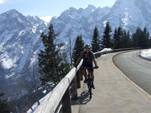 Foto: hofchri / Mountainbike Tour / Roßfeldstraße (1543 m) von Hallein / noch etwas Schnee am Rossfeld, das Anfang April!  / 03.04.2009 20:35:55