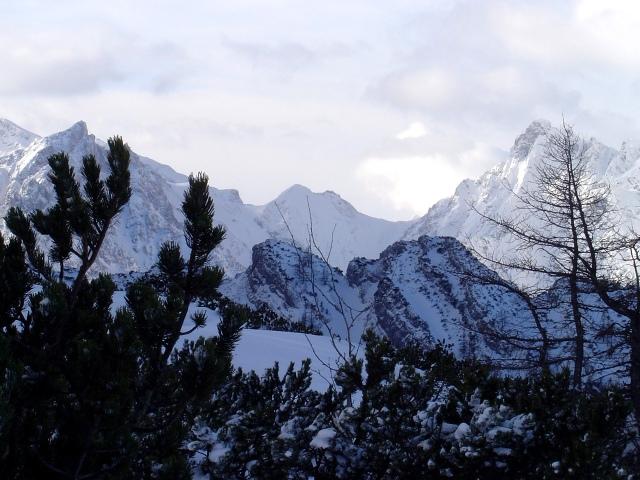 Foto: Manfred Karl / Ski Tour / Watzmann Gugl, 1801 m / Über das Wimbachtal schaut man Richtung Loferer Seilergraben / 15.03.2009 06:54:01