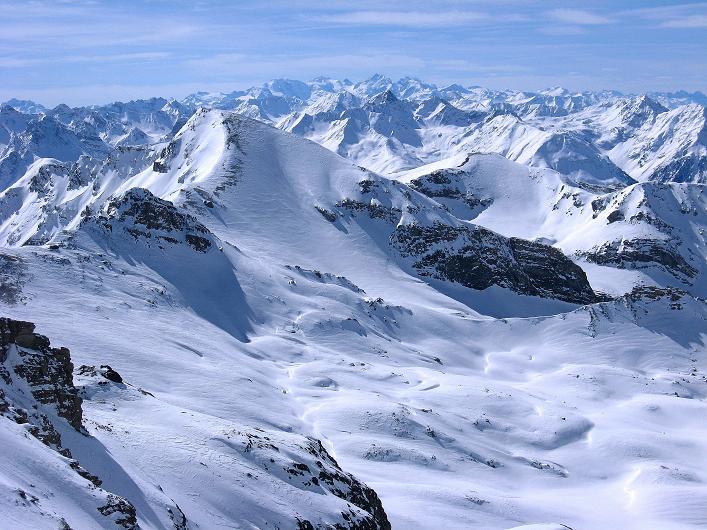 Foto: Andreas Koller / Ski Tour / Piz Tasna (3179m) und Piz Davo Lais (3027m) - Dreitausender über Scuol / Blick zum Piz Bernina (4049 m) und seinen Trabanten / 15.03.2009 18:25:39
