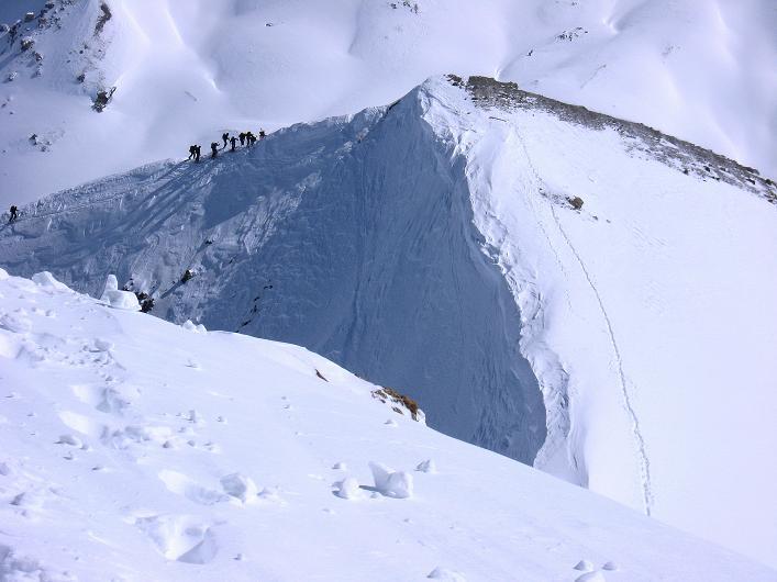 Foto: Andreas Koller / Ski Tour / Piz Tasna (3179m) und Piz Davo Lais (3027m) - Dreitausender über Scuol / Tiefblick auf den O-Grat / 15.03.2009 18:22:45
