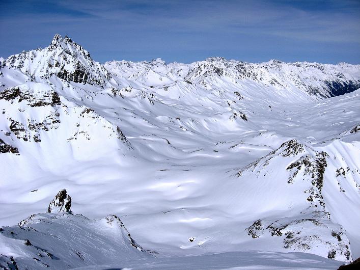 Foto: Andreas Koller / Ski Tour / Piz Tasna (3179m) und Piz Davo Lais (3027m) - Dreitausender über Scuol / Blick ins Fimbertal, das vom Fluchthorn (3399 m) überragt wird / 15.03.2009 18:22:08