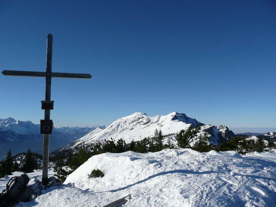 Foto: Sturmi / Schneeschuh Tour / Mayrwipfel (1736m) / Gipfelkreuz mit Sengsengebirge / 16.03.2009 08:48:44