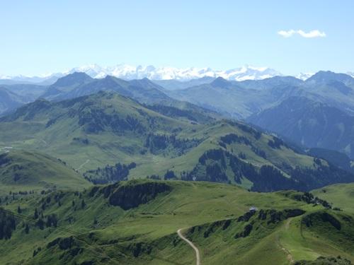 Foto: hofchri / Mountainbiketour / Kitzbüheler Horn (1996 m) und Lachtalalm (1673 m) / Blick zur Lämmerbichlalm (links) / 18.03.2009 19:41:02