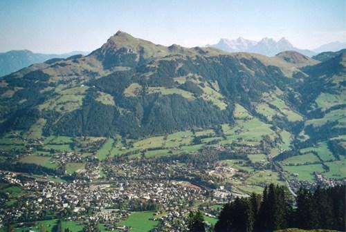 Foto: hofchri / Mountainbike Tour / Steinbergkogel (1972 m) über Hahnenkamm (1650 m) / Blick zum Kitzbüheler horn / 18.03.2009 19:48:35