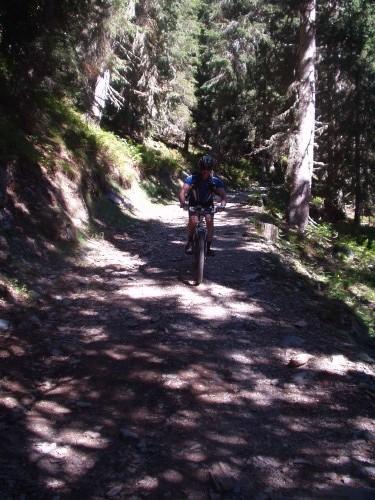 Foto: hofchri / Mountainbike Tour / Hochgründeck (1827 m) von St. Johann / Downhill auf holpriger Schotterpiste / 19.03.2009 21:55:41