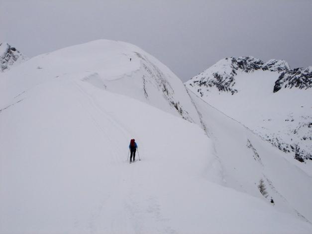 Foto: Manfred Karl / Ski Tour / Auf der Mutte (2187m) / Aufstieg zum Gipfel bei diffusem Licht / 26.03.2009 20:28:49