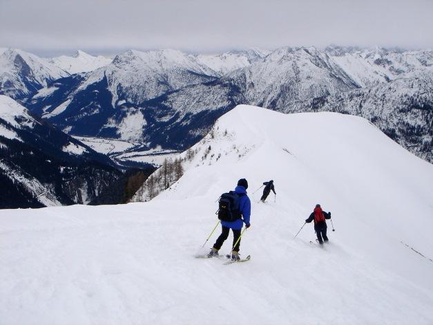 Foto: Manfred Karl / Ski Tour / Auf der Mutte (2187m) / Abfahrt am Gipfelgrat / 26.03.2009 20:26:08