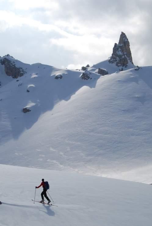 Foto: Bernhard Berger / Ski Tour / Von Wolkenstein auf den Col Toronn (2655m) / Aufstieg durchs Val Chedul - Blick gegen Tschierjoch (Foto Bernd Golas) / 08.04.2009 07:03:12