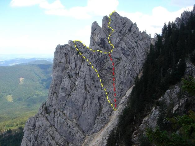 Foto: Manfred Karl / Kletter Tour / Überschreitung der Adlerspitze / Gelb: Überschreitung, Rot: V-Riss, 1. u. 2. SL / 07.04.2009 21:37:34