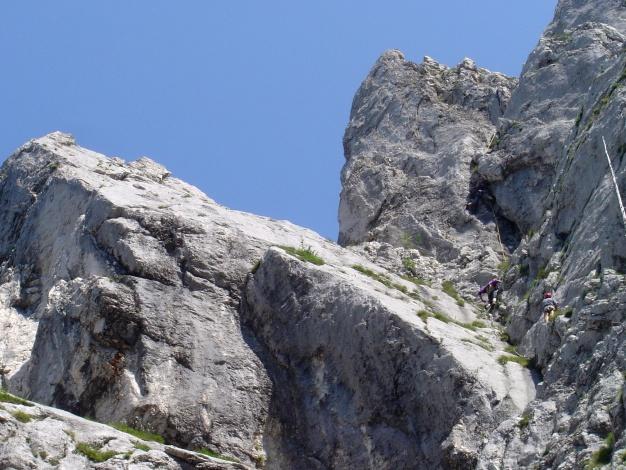 Foto: Manfred Karl / Kletter Tour / Überschreitung der Adlerspitze / Kletterer im V-Riss und in der direkten Variante / 07.04.2009 21:35:46