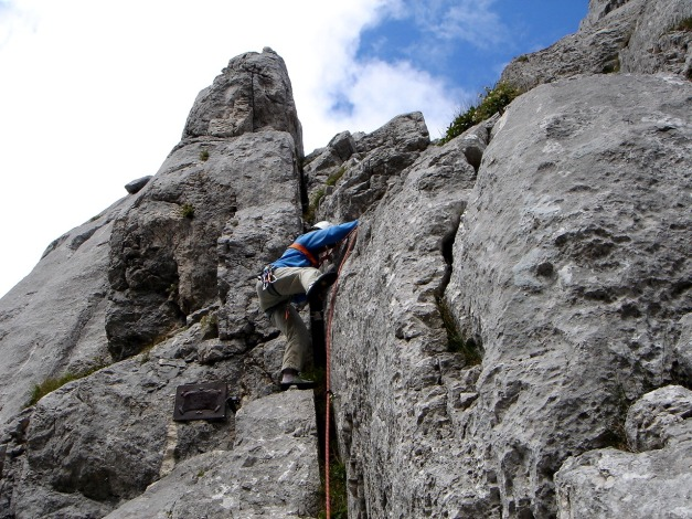 Foto: Manfred Karl / Kletter Tour / Überschreitung der Adlerspitze / Der Überstieg am Normalweg / 07.04.2009 21:31:49