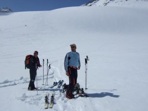 Foto: hofchri / Ski Tour / Hohe Fürleg (2943m),  Stubacher Sonnblick (3088m) und Granatspitze (3086m) vom Enzingerboden / Anfellplatz (2720 m) nach der Abfahrt / 08.04.2009 21:04:30