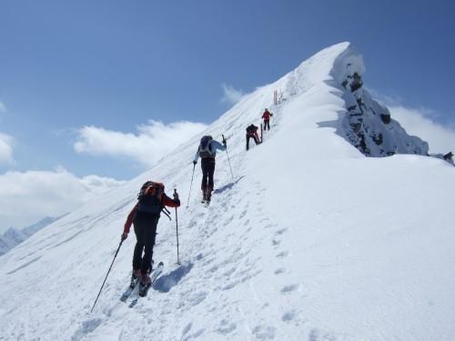 Foto: hofchri / Ski Tour / Hohe Fürleg (2943m),  Stubacher Sonnblick (3088m) und Granatspitze (3086m) vom Enzingerboden / die Gipfelwechten am Grat / 08.04.2009 21:05:28