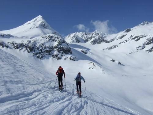 Foto: hofchri / Ski Tour / Hohe Fürleg (2943m),  Stubacher Sonnblick (3088m) und Granatspitze (3086m) vom Enzingerboden / Links am Weißsee vorbai zum Hohern Fürleg / 08.04.2009 21:01:14