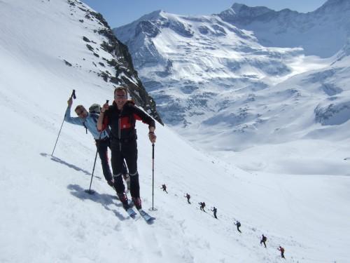 Foto: hofchri / Ski Tour / Hohe Fürleg (2943m),  Stubacher Sonnblick (3088m) und Granatspitze (3086m) vom Enzingerboden / der Aufstieg wird steiler / 08.04.2009 21:02:39