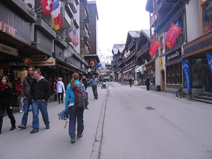 Foto: Andreas Koller / Schneeschuh Tour / Panorama-Schneeschuhtour auf die Gobba di Rollin (3899 m) / Zermatt / 15.04.2009 23:52:14