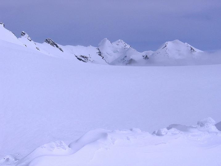 Foto: Andreas Koller / Schneeschuh Tour / Panorama-Schneeschuhtour auf die Gobba di Rollin (3899 m) / Breithornplateau und Castor (4228 m) / 15.04.2009 23:48:30