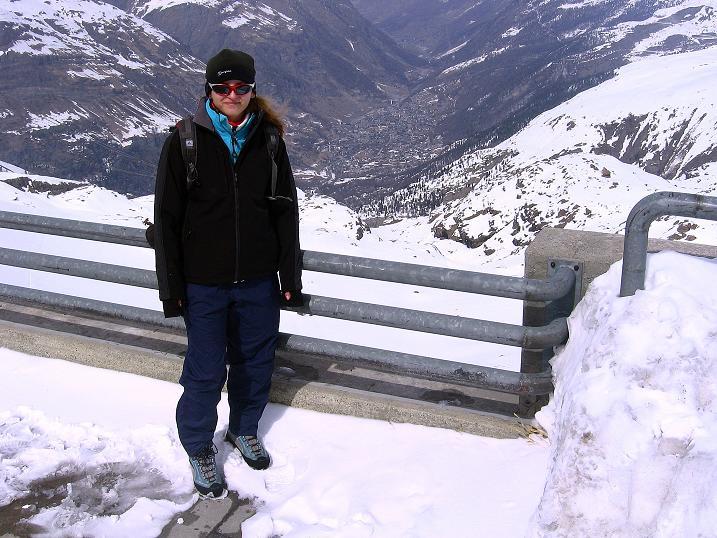 Foto: Andreas Koller / Schneeschuh Tour / Panorama-Schneeschuhtour auf die Gobba di Rollin (3899 m) / Tiefblick vom Trockenen Steg auf Zermatt / 15.04.2009 23:42:51