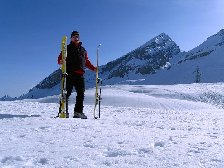 Foto: Andreas Koller / Ski Tour / Hoch über dem Gemmipass aufs Steghorn (3146m) / Beim Gemmi mit Rinderhorn (3448 m) / 16.04.2009 03:03:50