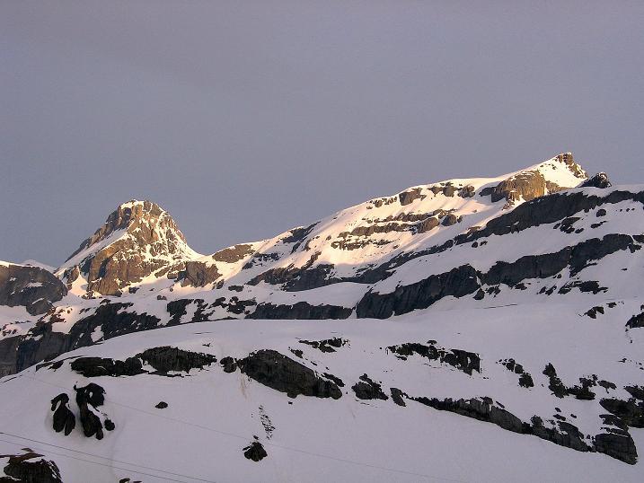 Foto: Andreas Koller / Ski Tour / Hoch über dem Gemmipass aufs Steghorn (3146m) / Großstrubel (3243 m) und Steghorn / 16.04.2009 03:03:29