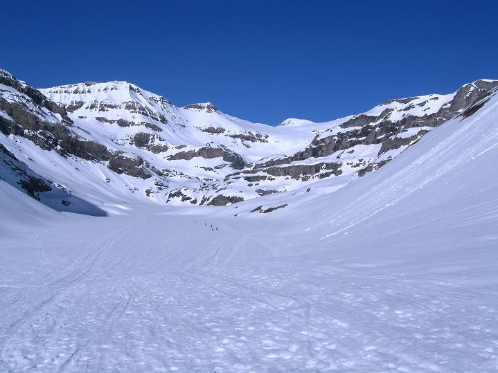 Foto: Andreas Koller / Ski Tour / Hoch über dem Gemmipass aufs Steghorn (3146m) / Der Lämmerenboden / 16.04.2009 03:02:58