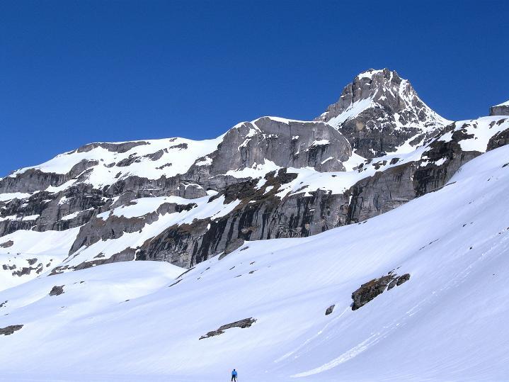 Foto: Andreas Koller / Ski Tour / Hoch über dem Gemmipass aufs Steghorn (3146m) / 16.04.2009 03:02:42