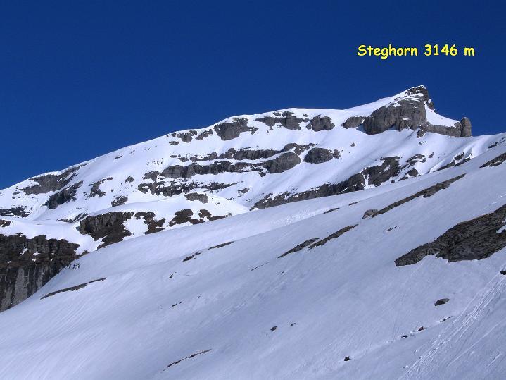 Foto: Andreas Koller / Ski Tour / Hoch über dem Gemmipass aufs Steghorn (3146m) / 16.04.2009 03:02:36