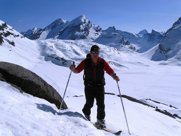 Foto: Andreas Koller / Ski Tour / Hoch über dem Gemmipass aufs Steghorn (3146m) / 16.04.2009 03:01:05