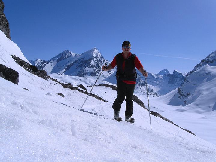 Foto: Andreas Koller / Ski Tour / Hoch über dem Gemmipass aufs Steghorn (3146m) / 16.04.2009 03:00:58