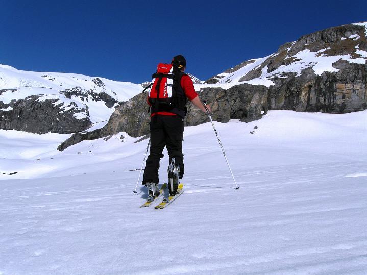 Foto: Andreas Koller / Ski Tour / Hoch über dem Gemmipass aufs Steghorn (3146m) / 16.04.2009 03:00:51