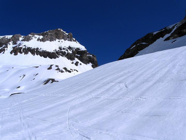 Foto: Andreas Koller / Ski Tour / Hoch über dem Gemmipass aufs Steghorn (3146m) / 16.04.2009 03:00:17